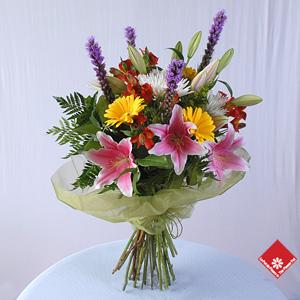 Bouquet de fleurs color es pour une livraison montr al for Bouquet de fleurs dans une boite