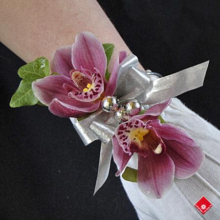 bracelet de fleurs orchid es graduation montr al le pot de fleurs. Black Bedroom Furniture Sets. Home Design Ideas