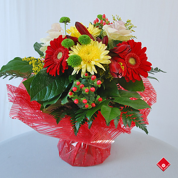 Bouquet de fleurs dans une réserve d\u0027eau signé le Pot de Fleurs, à